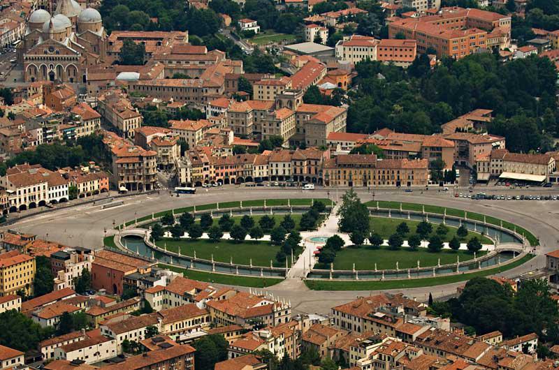 Padova, la città del Santo (90 Km)